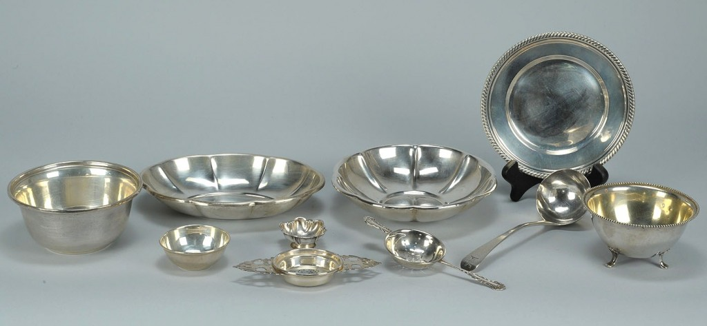 Lot 513: Ten small sterling tableware items