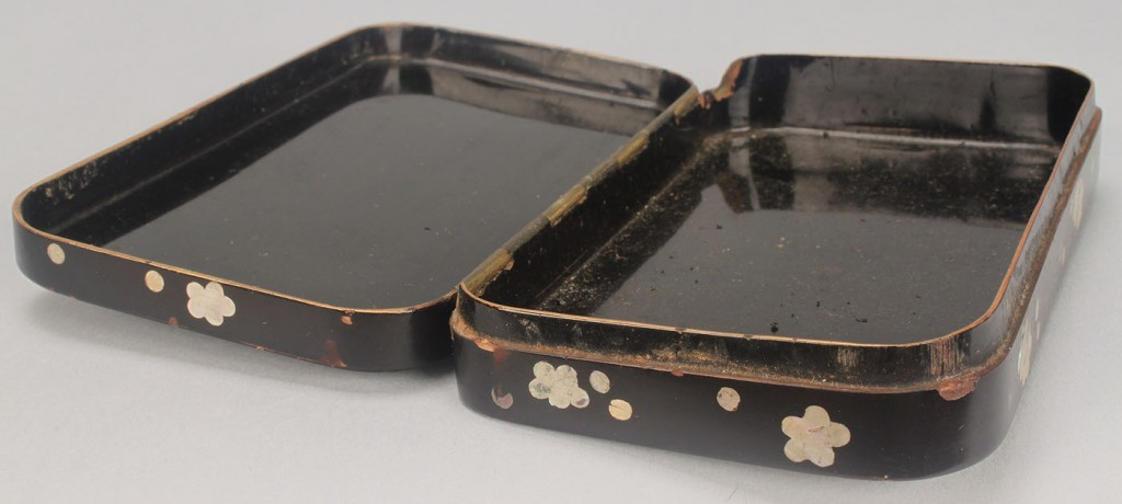 Lot 532: Asian soapstone seal & inlaid mother-of-pearl box
