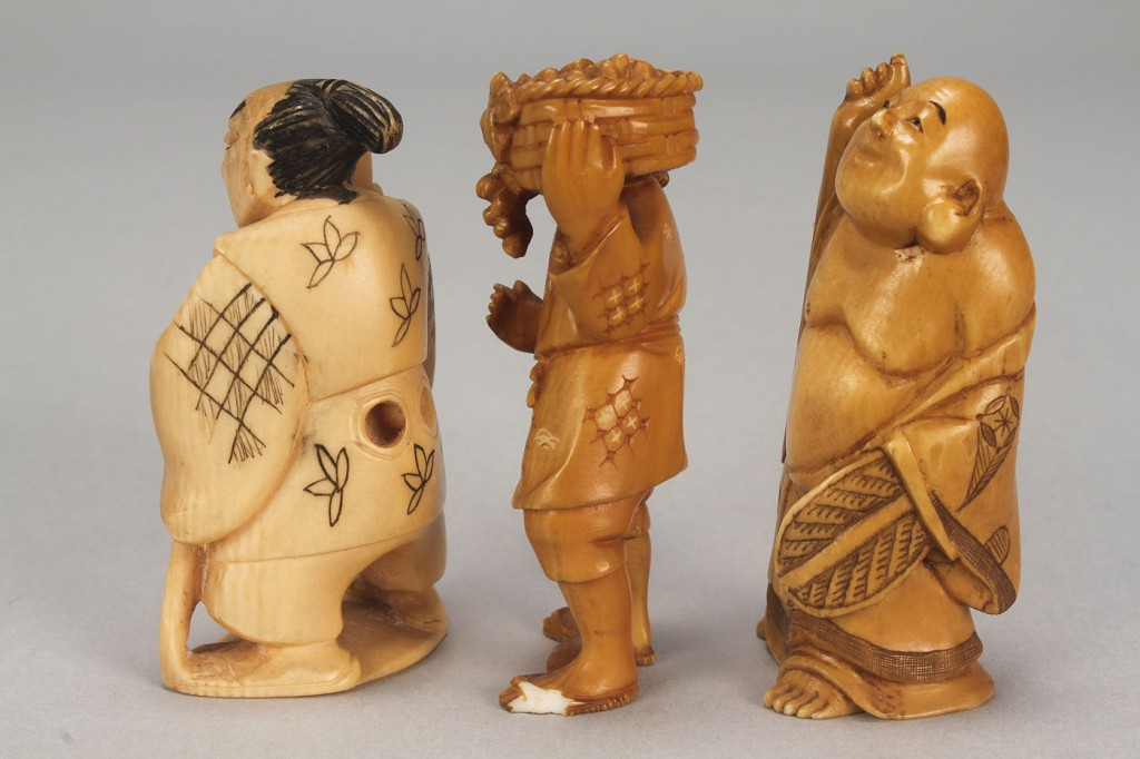 Lot 540: Group of carved ivory figures incl 4 netsukes