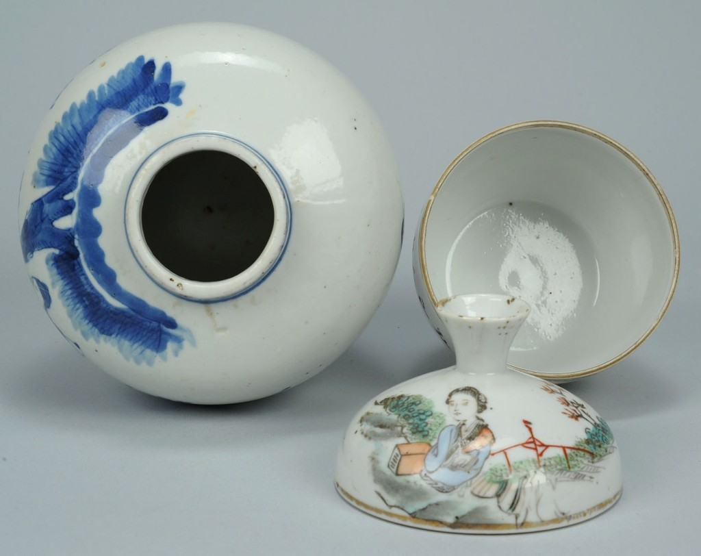 Lot 542: 2 Chinese Porcelain Jars