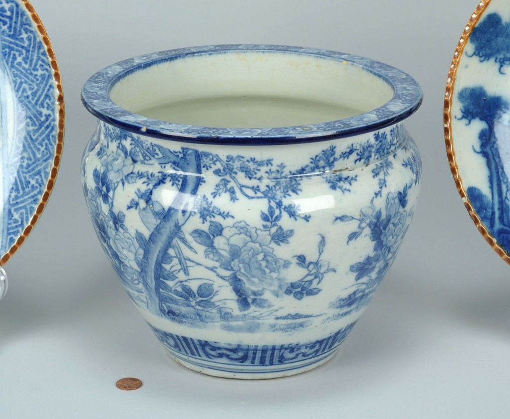 Lot 552: 3 Chinese Blue & White Porcelain Items