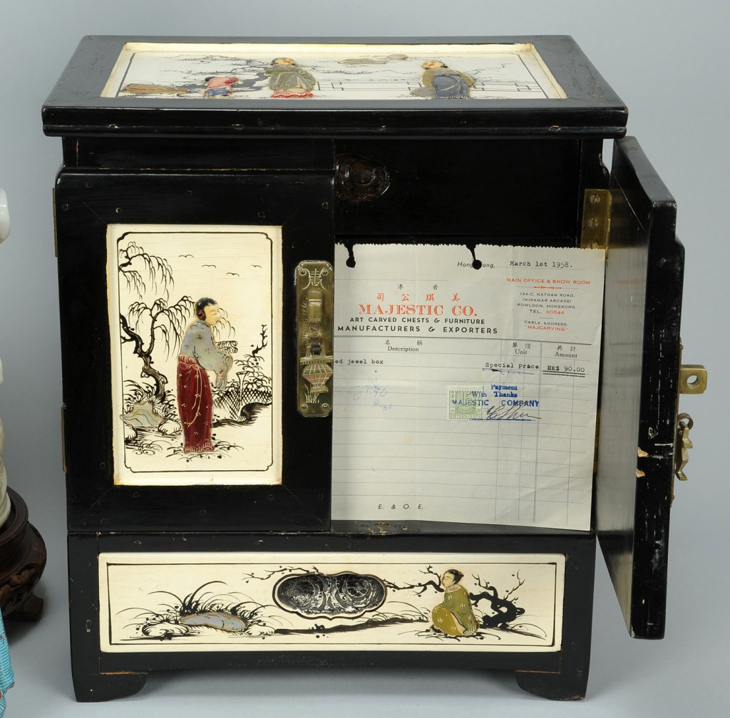 Lot 558: 7 Asian Decorative Items: cabinet and figures