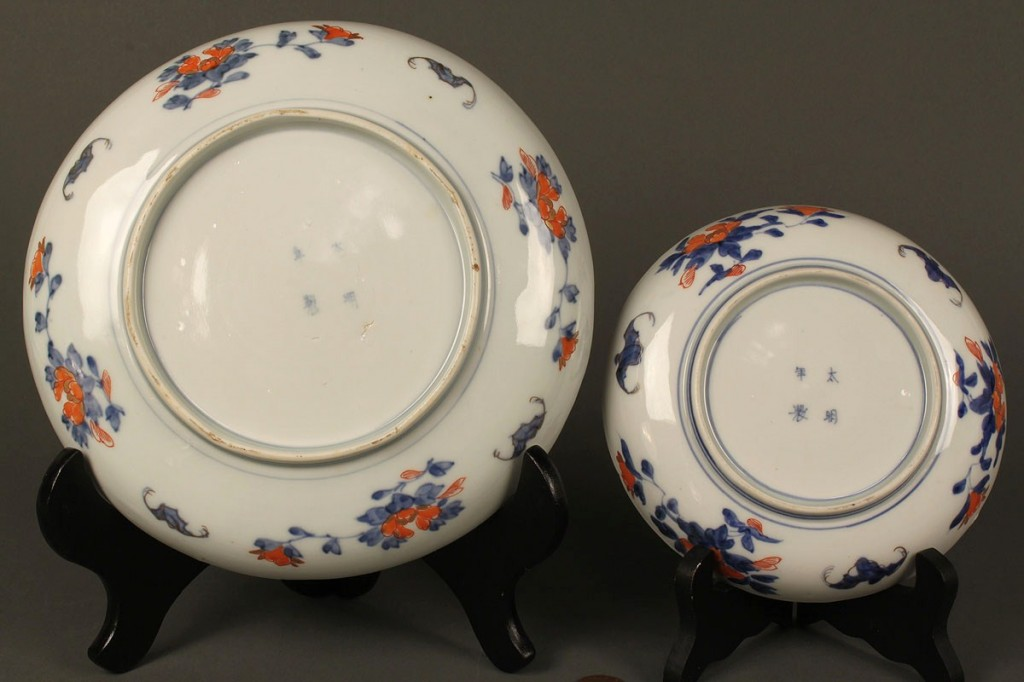 Lot 561: Assembled Set of Chinese Imari Porcelain, 10 piece