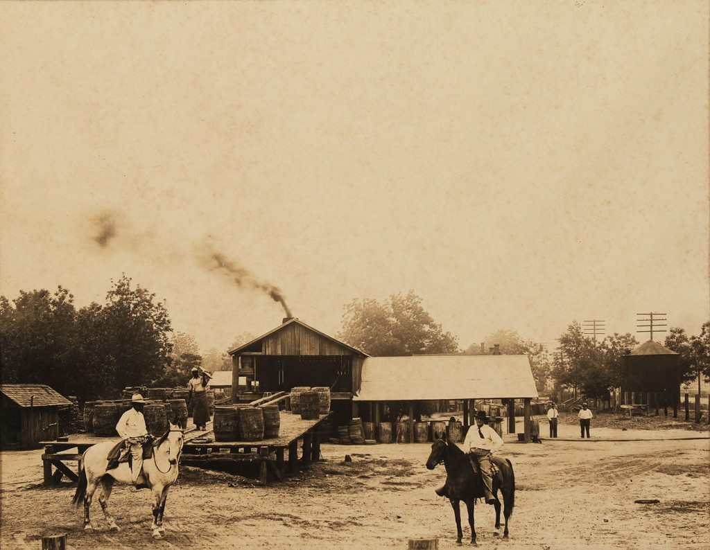 Lot 589: Southern School, 4 photographs of GA
