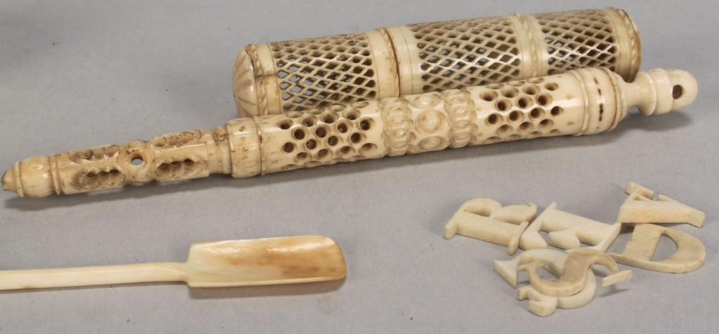 Lot 603: Assorted small ivory and bone antiques