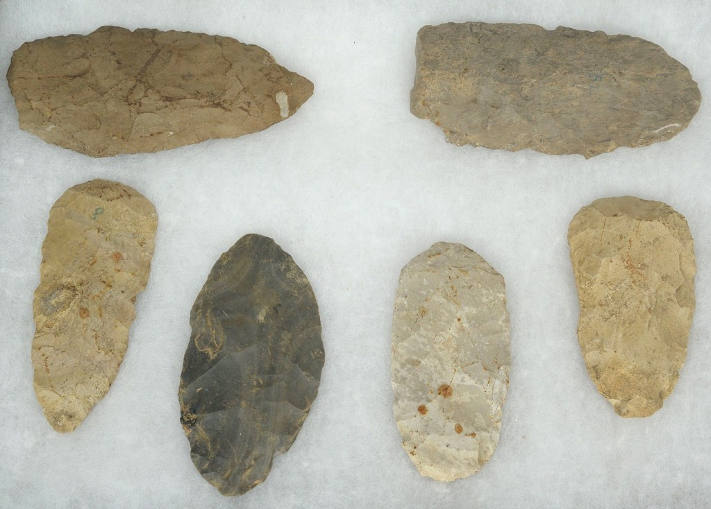 Lot 688: 2 Cases of Native American Blades and Scrapers