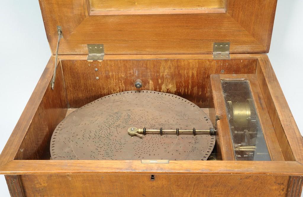 """Lot 720: Monopol 17 1/4"""" disc music box"""