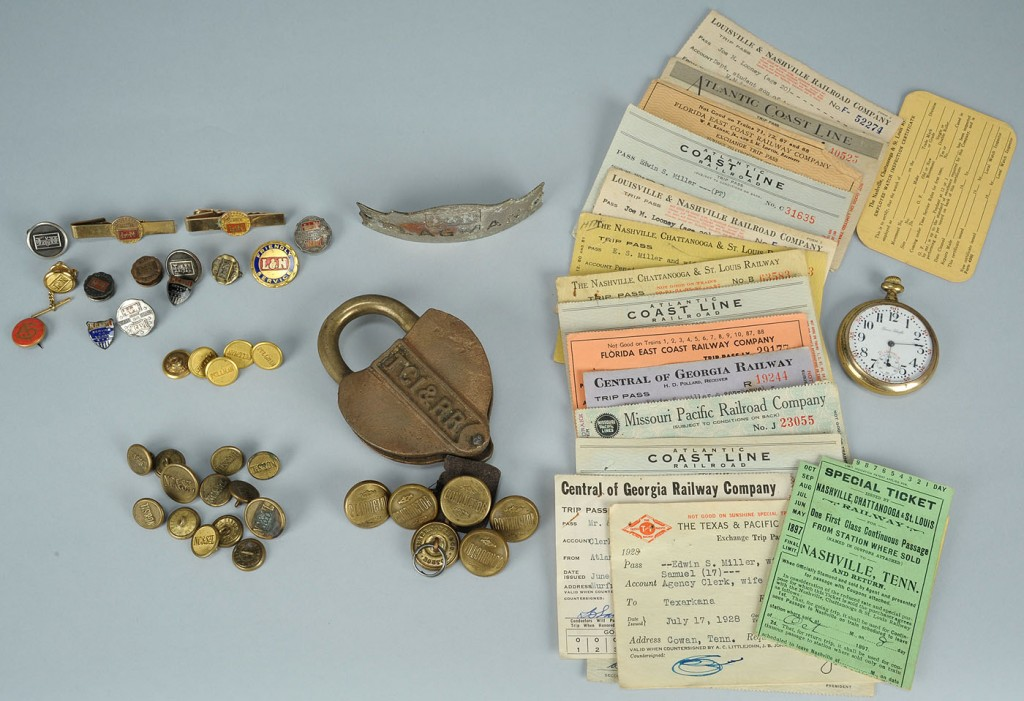 Lot 724: Large lot of railroad related items