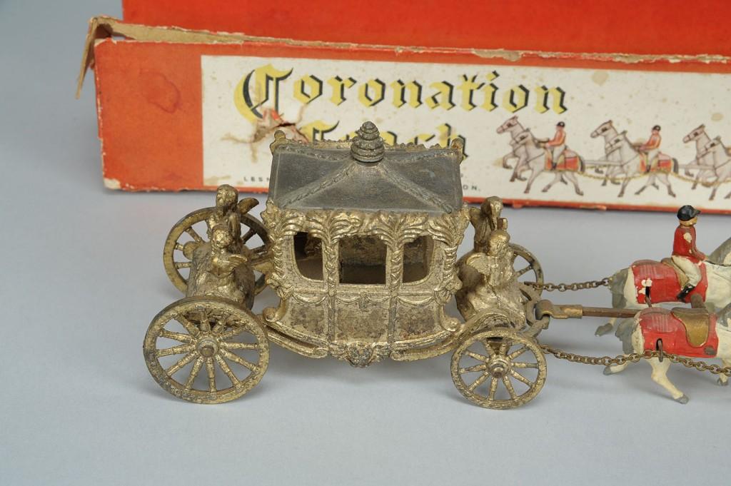 Lot 730: Mini Coronation Coach & Brittain's Toy Soldiers