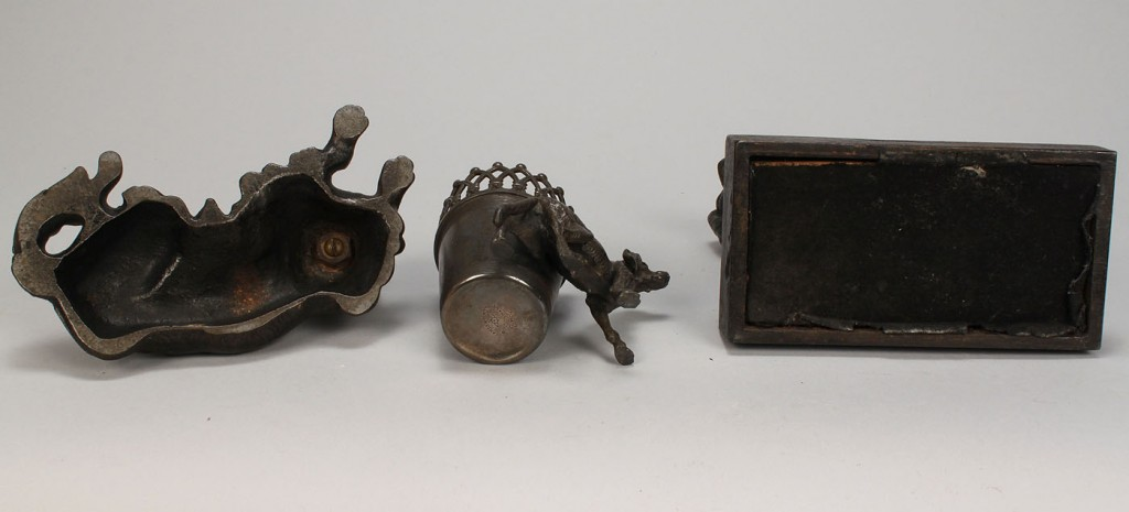 Lot 731: Grouping of assorted dog items