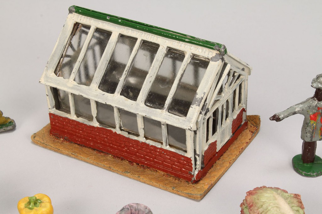 Lot 732: Collection of Miniature farm novelties