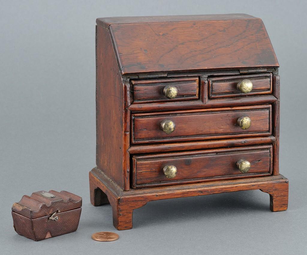 Lot 77: American miniature desk and English tea caddy