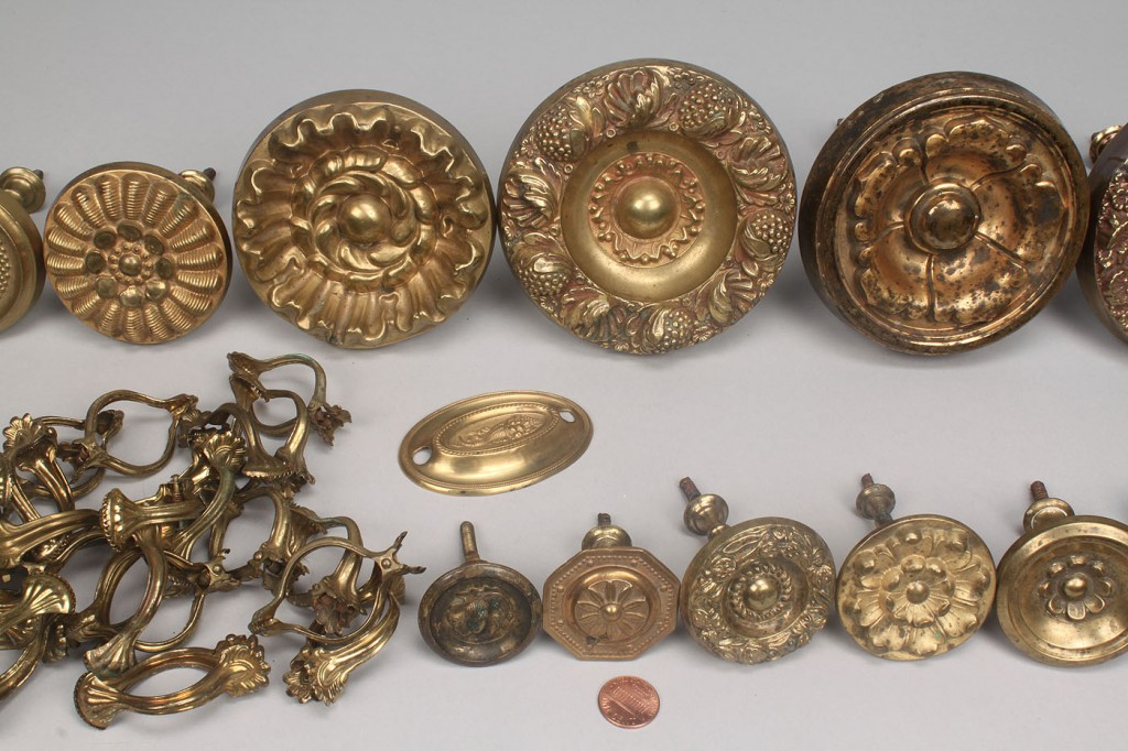 Lot 784: Pressed Brass Curtain Clips, Rings & Tiebacks