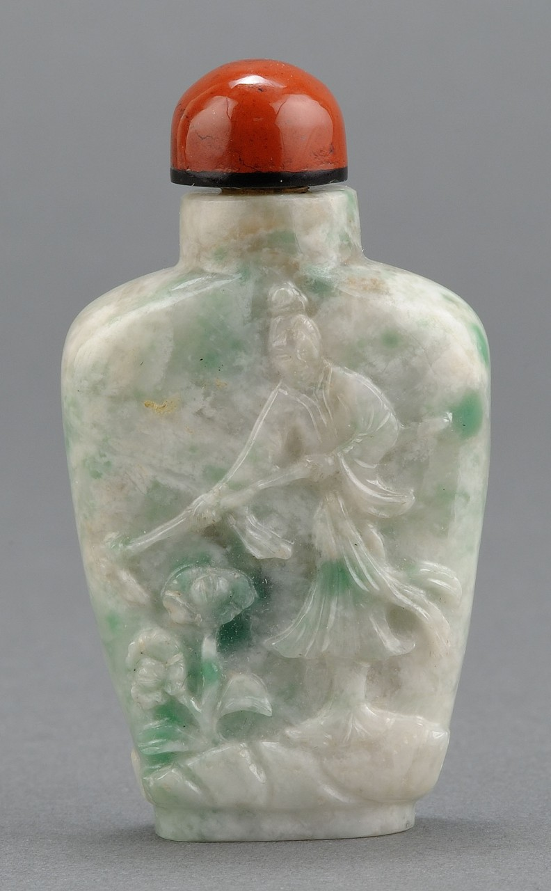Lot 7: Chinese Carved Jadite Snuff Bottle farmer