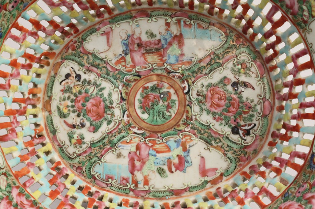 Lot 12: Oval Chinese Rose Medallion Bowl