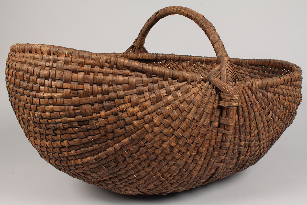 lot 133 large buttocks basket w woven handle tennessee history. Black Bedroom Furniture Sets. Home Design Ideas