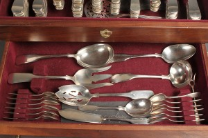 Lot 157: International Sterling Silver Flatware, 1810 Pattern, 127 Pieces plus 2 other - Image 4