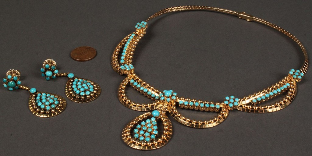 Lot 171: 18K Fashion Turquoise Necklace & Earrings