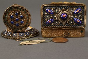 Lot 178: French enamel compact and patch box - Image 3