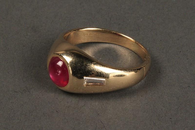 Lot 399: 14K cabochon ruby ring