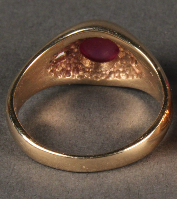 Lot 399: 14K cabochon ruby ring