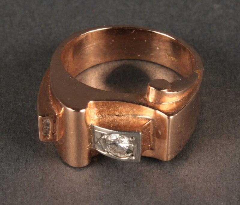 Lot 401: 14K gold and diamond ring