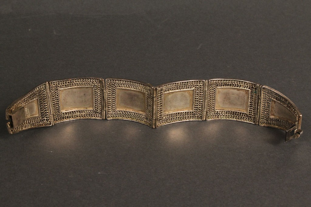 "Lot 425: Chinese silver filigree ""cat's eye"" bracelet"