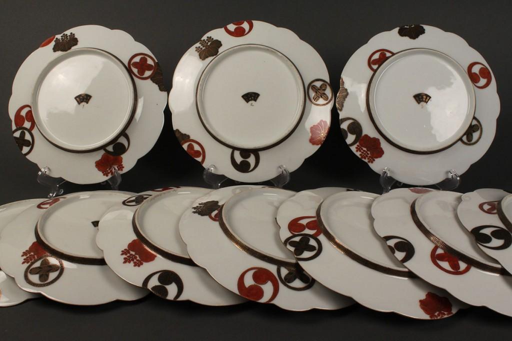 Lot 433: Set  of 12 Japanese Kutani Porcelain Plates