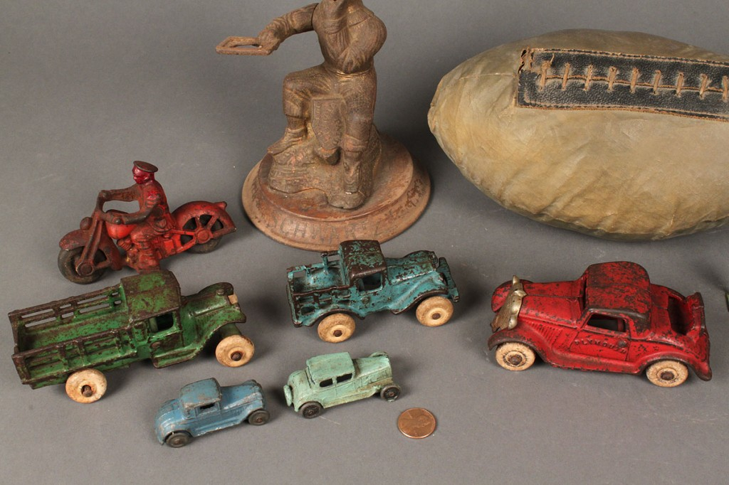 Lot 475: Assorted lot  of Vintage Toys (20 pcs)