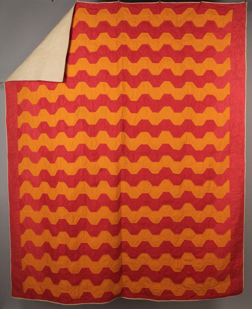 Lot 559: East TN Pieced  Quilt, Zigzag design