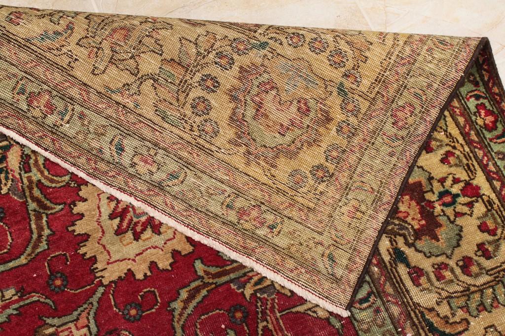 Lot 563: Large Sarouk Persian Wool Rug