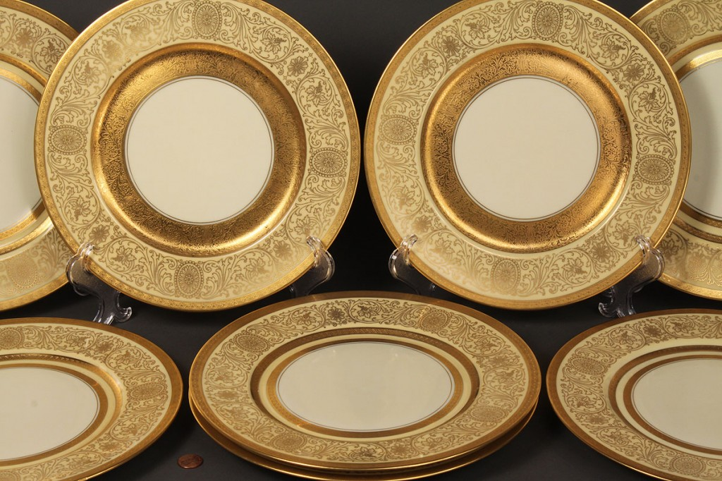 Lot 609: Set of 8 Pickard Porcelain Plates