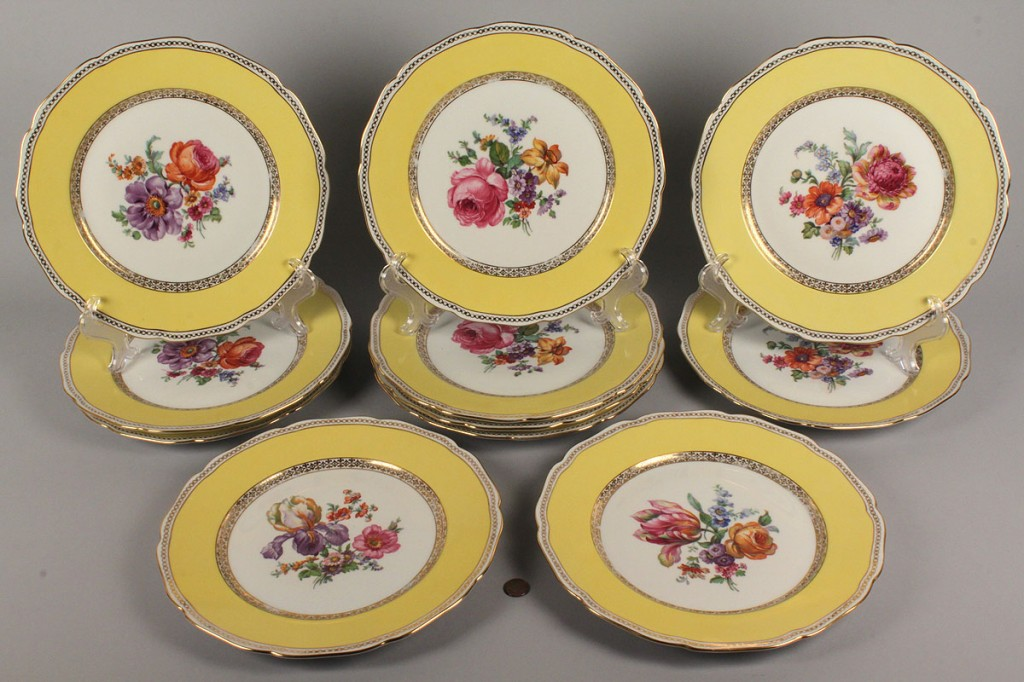 Lot 618: Set of 11 Czechoslovakia Porcelain Dinner Plates