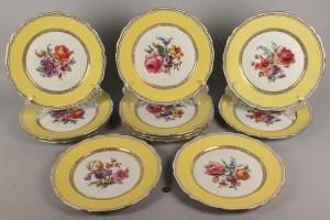 Lot 618: Set of 11 Czechoslovakia Porcelain Dinner Plates