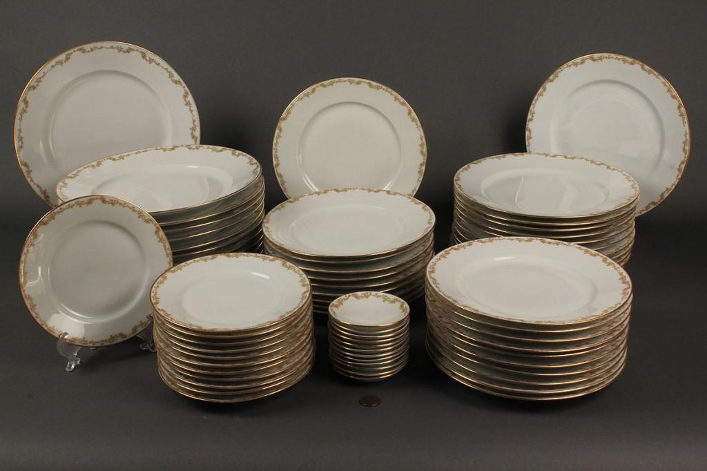 Lot 619: Royal Innsbruck Porcelain Dinner Service, 169 pcs