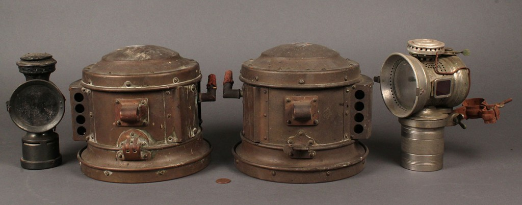 Lot 681: Lot of 4 Bicycle Lanterns & Searchlights