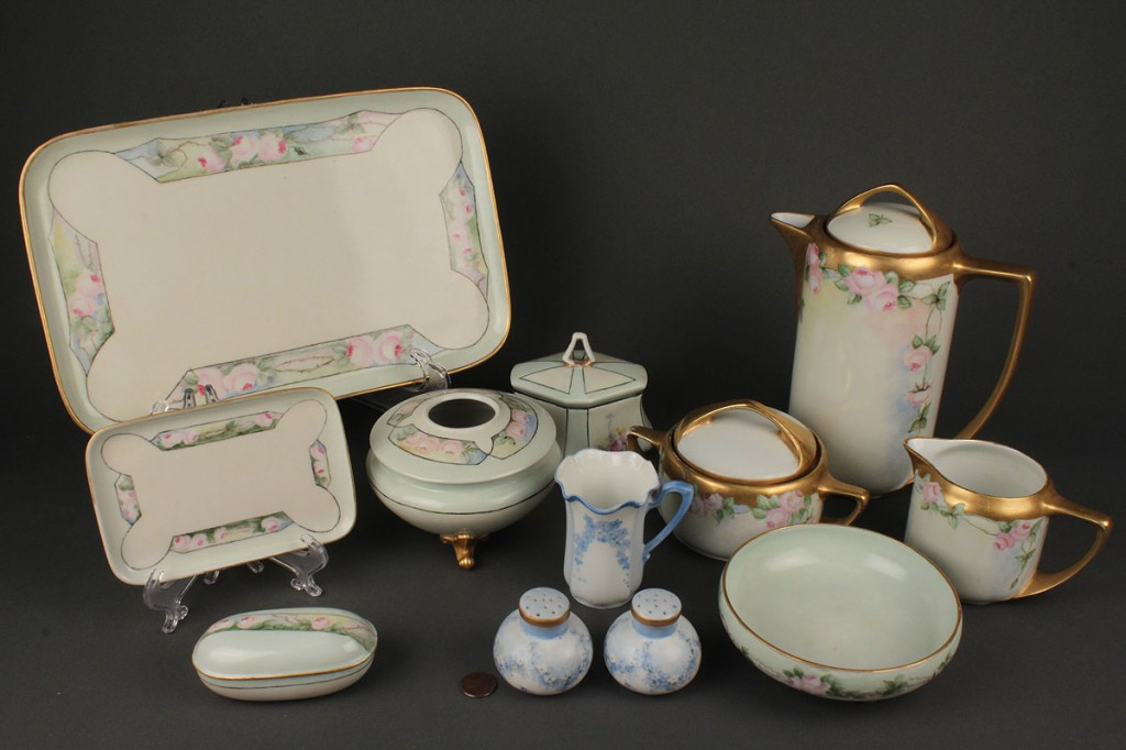 Lot 706: Lot of Continental Porcelain Tableware, 12 items