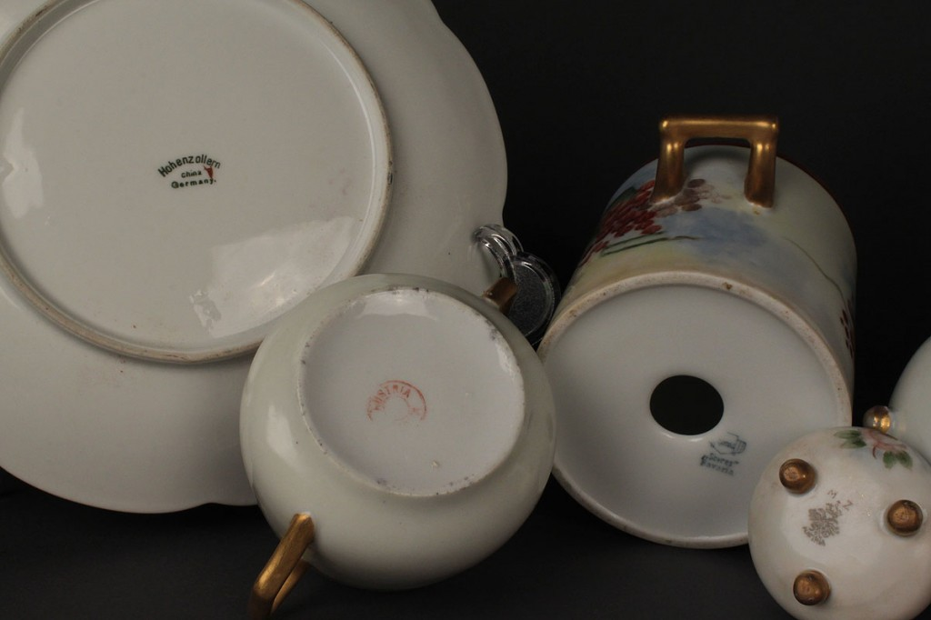 Lot 707: Lot of Continental Porcelain tableware, 23 pcs