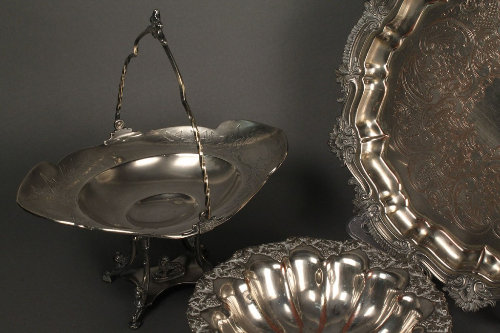 Lot 715: Lot of 3 Silverplate Items