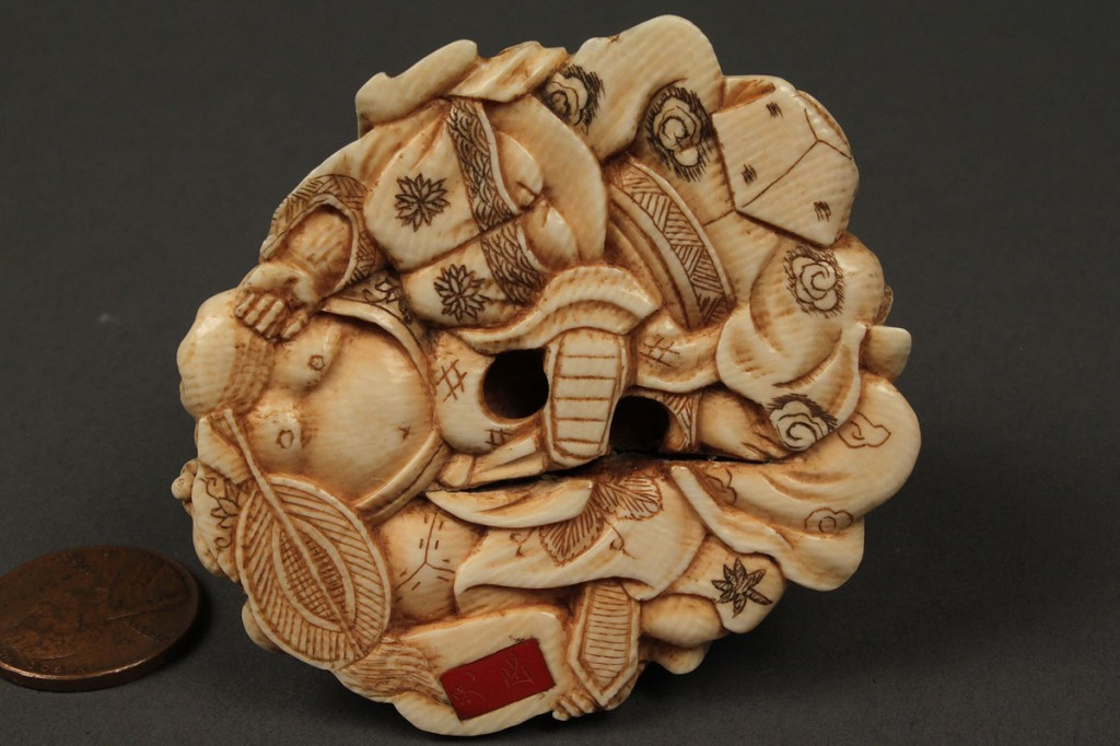Lot 8: Ivory netsuke of 7 figures in a pile, red lacquer seal