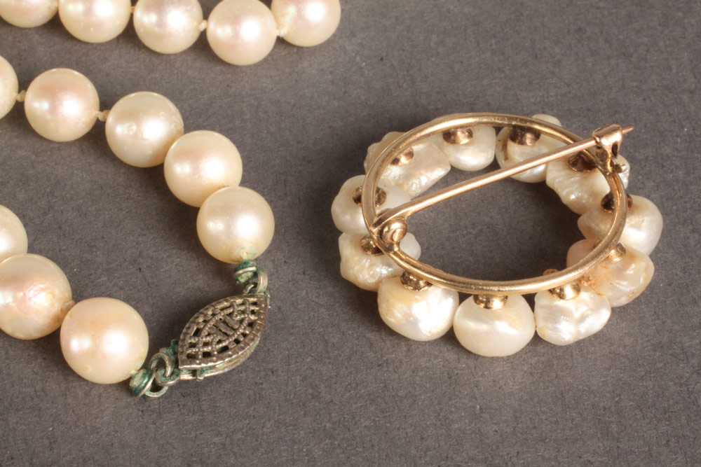 Lot 103: Pearl Necklace & Brooch