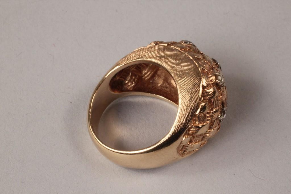 Lot 107: Ladies diamond & gold basketweave ring