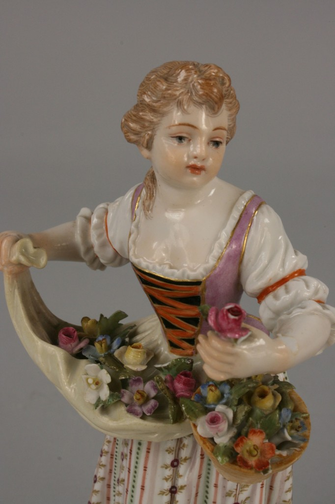 Lot 119: Companion Pair of Meissen Figurines
