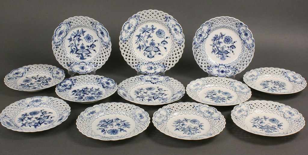 Lot 125: Twelve Meissen Blue Onion plates