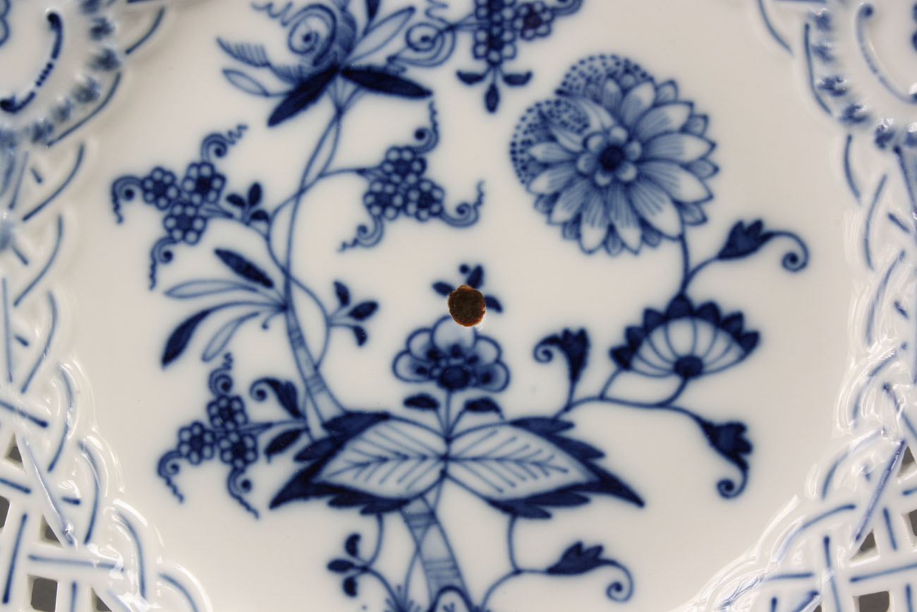 & Lot 125: Twelve Meissen Blue Onion plates