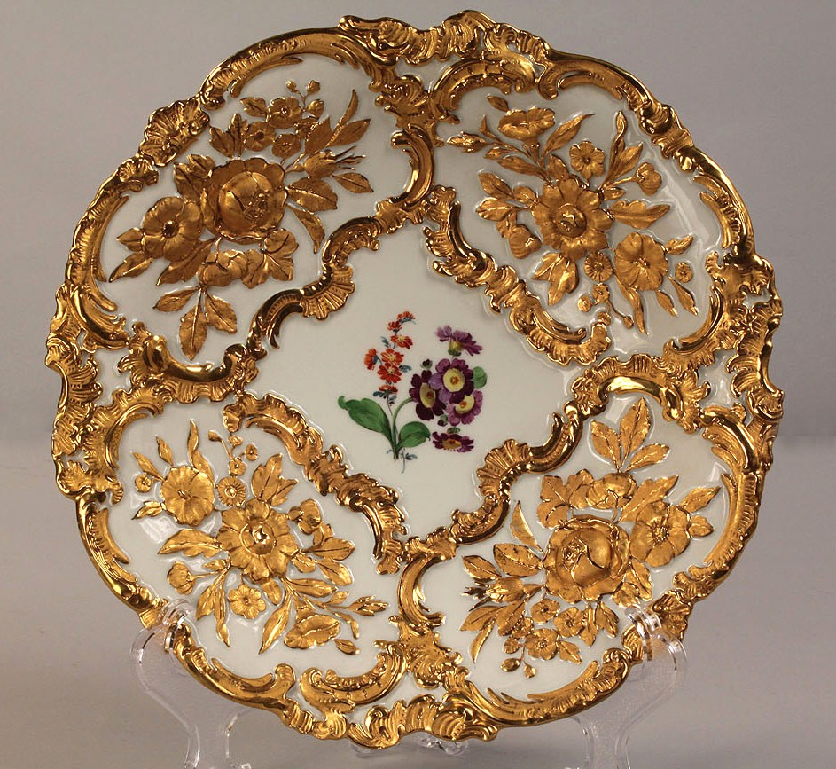 Lot 256: Meissen gilt porcelain center bowl