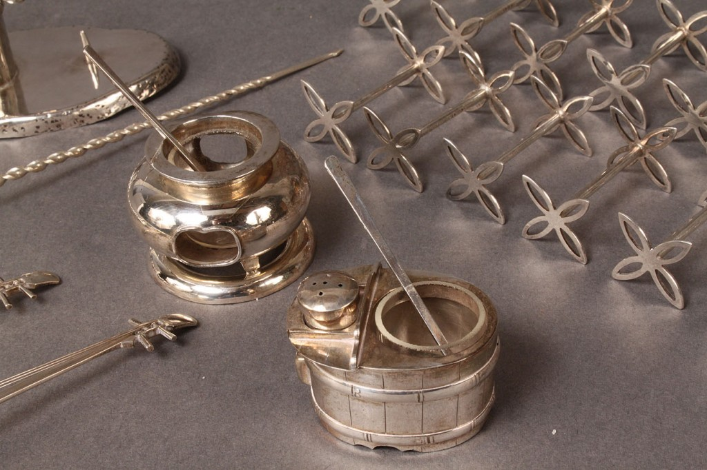 Lot 305: Figural sterling salt dips and other items, 22 pc
