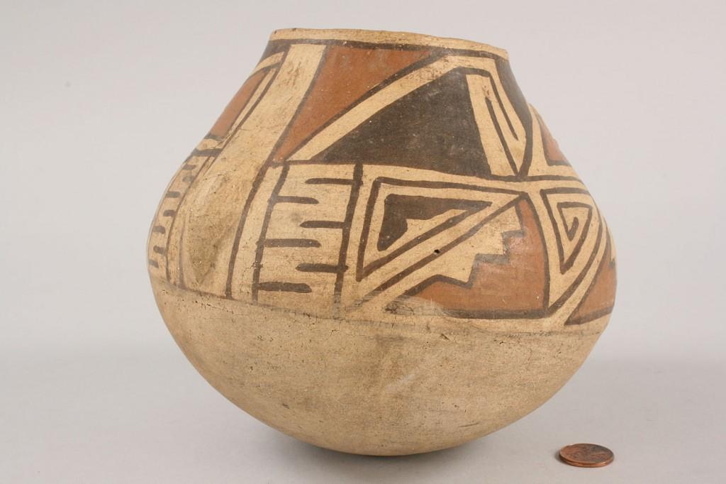 Lot 354: Southwest Indian Acoma effigy jar
