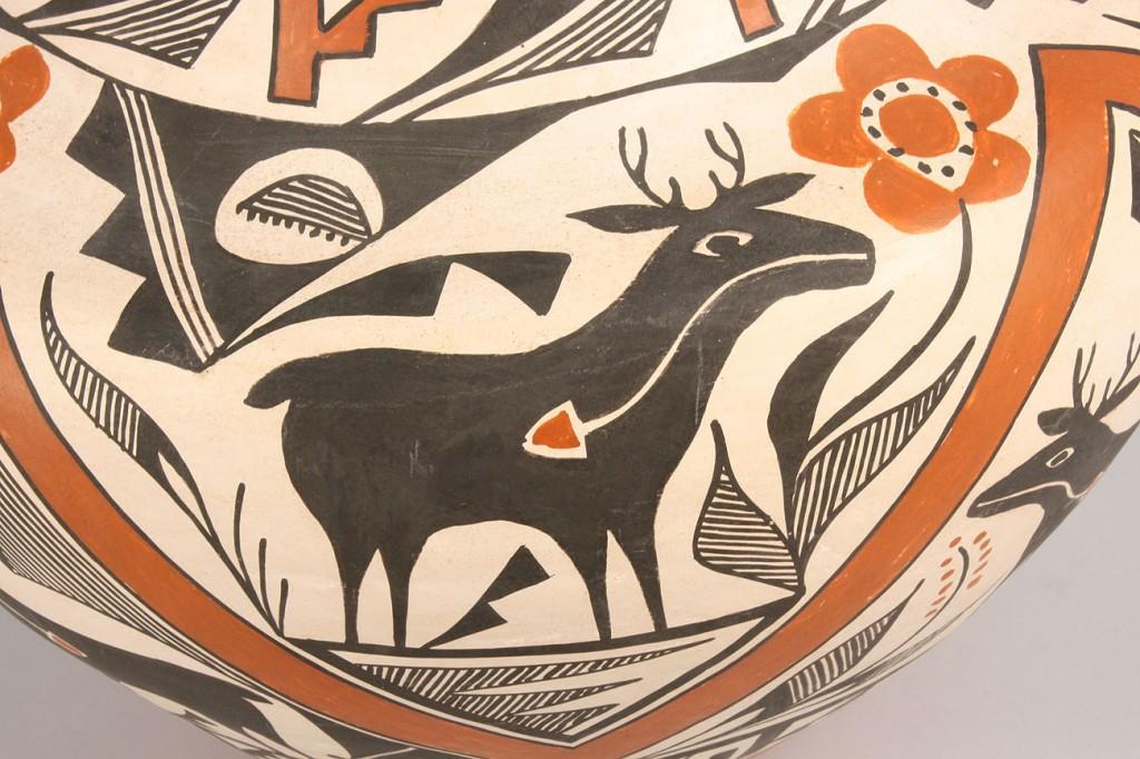 Lot 355: Large Acoma pot by Jessie Garcia
