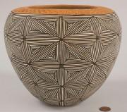 367: Acoma, NM star pattern bowl by Juana Leno